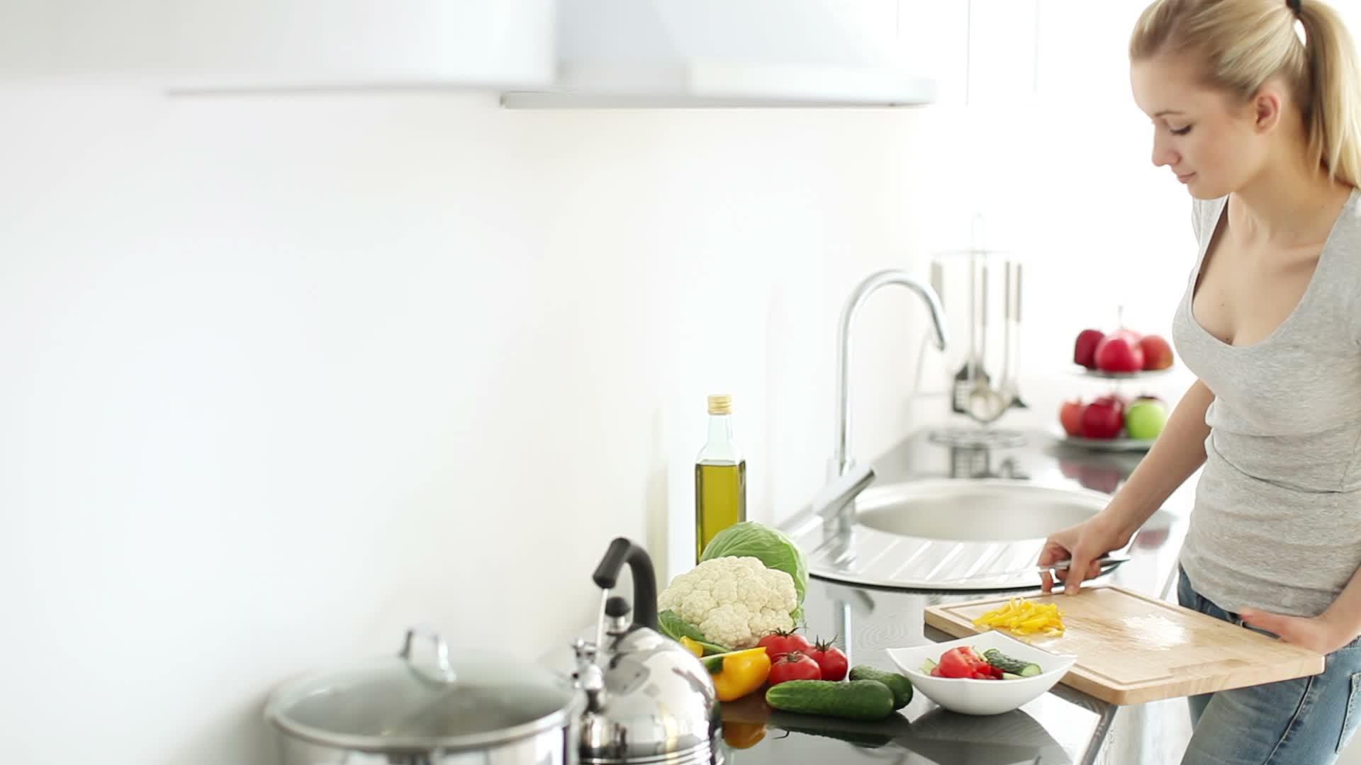 Как готовить на кухне с ребенком.  Ребенок с 6 до 12 месяцев