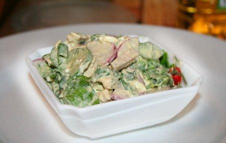 Салат с отварной свининой