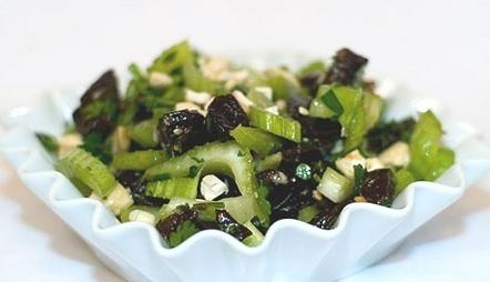 Салат из сельдерея и чернослива