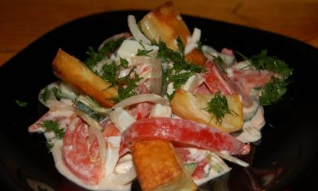 Тёплый салат с печёной картошечкой