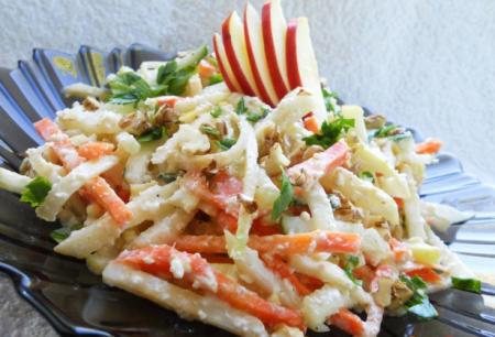 Витаминный салат с сельдереем