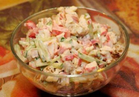 Салат с крабовыми палочками, болгарским перцем и огурцом