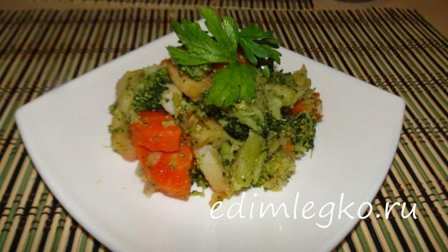 Капуста брокколи с овощами