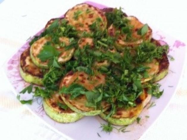 Жареные кабачки с зеленью