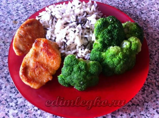 Куриные наггетсы с рисом и брокколи