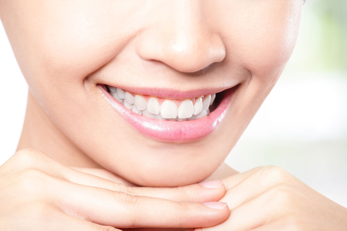 Отбеливание зубов в домашних условиях народными средствами
