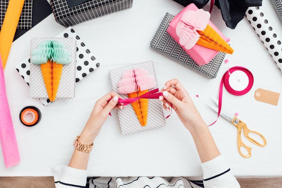 Что подарить свекрови на день рождения: топ подарков