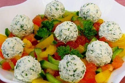 Салат с шариками из брынзы