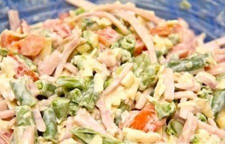 Салат с ветчиной и стручковой фасолью
