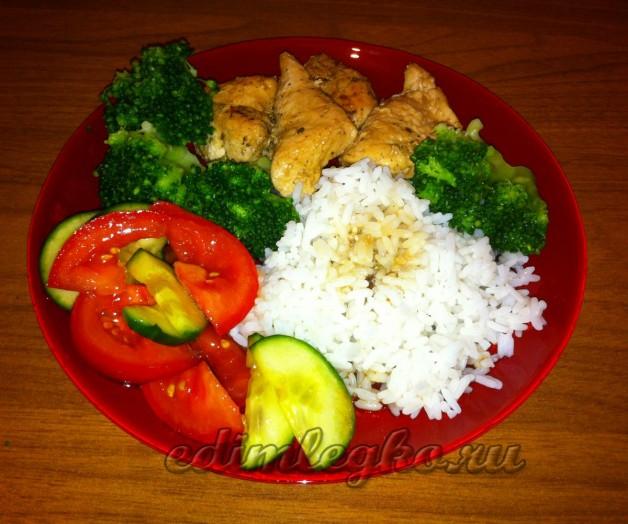 Куриное филе с рисом и брокколи