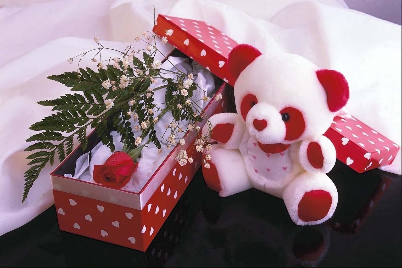 Открытка подарок девушки